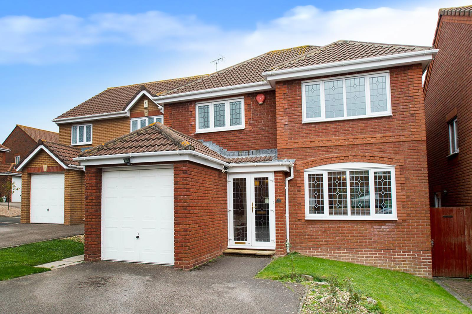 4 Bedrooms Detached House for sale in Cuckmere Drive, Stone Cross, Pevensey